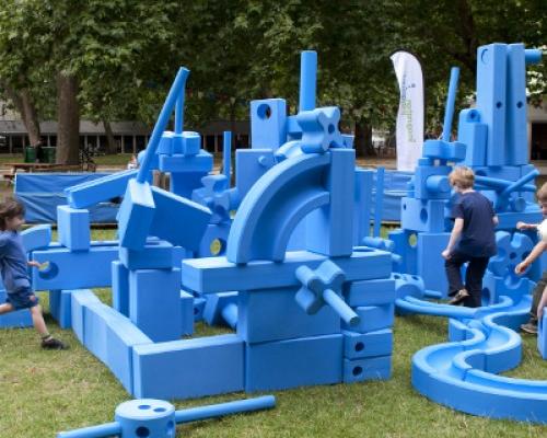 Per rūmus į Lietuvą atkeliavo vaizduotės aikštelės vaikams